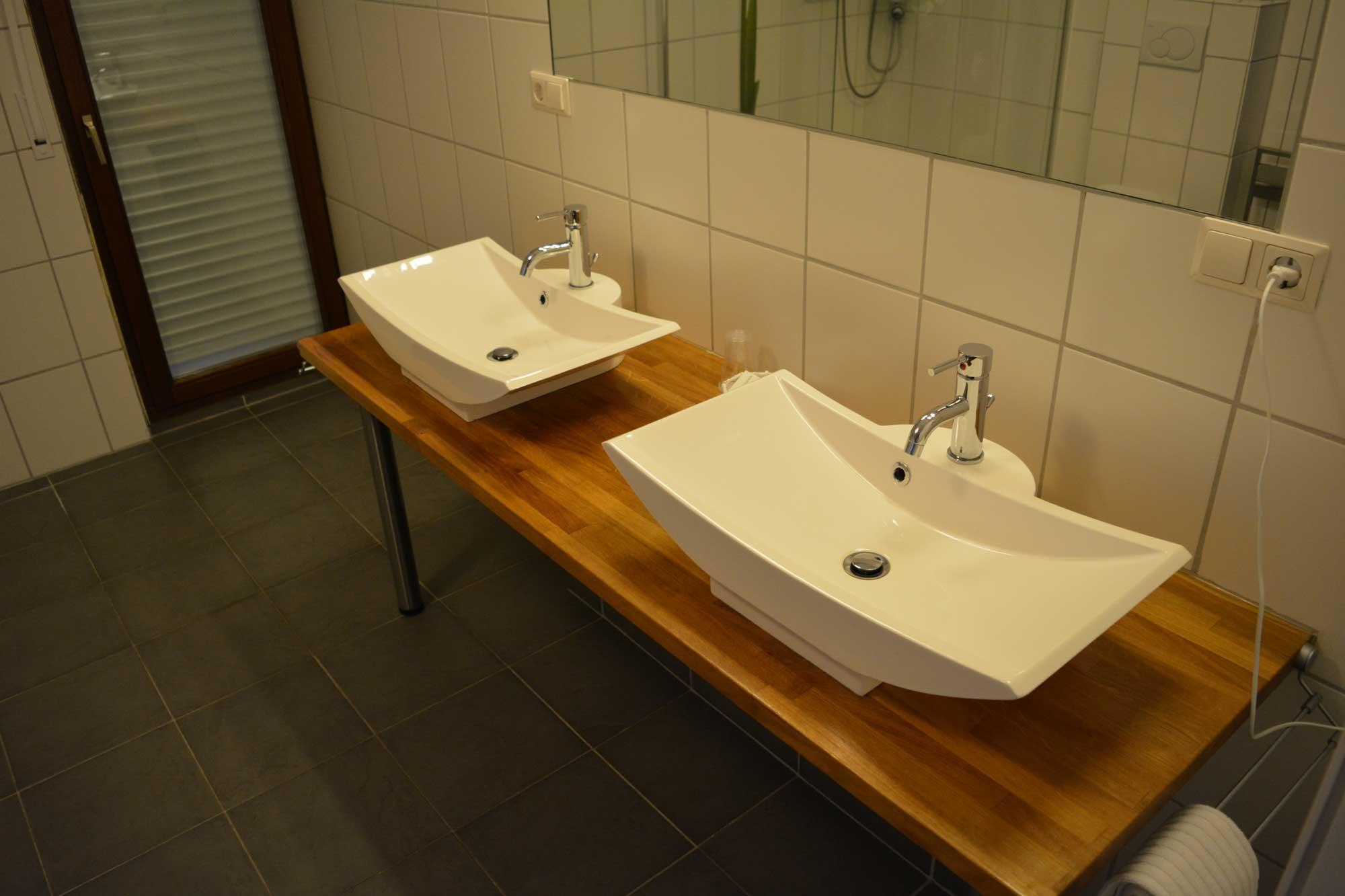 Superior zimmer  Hotel Herrloh Winterberg # Wasbak Droom_094134